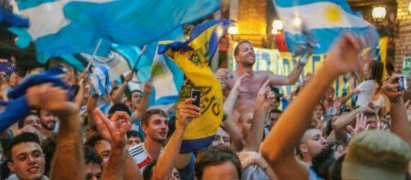 footballfrance-supporter-argentin-blessure-pas-saute-pendant-chant-qui-ne-saute-pas-illustration