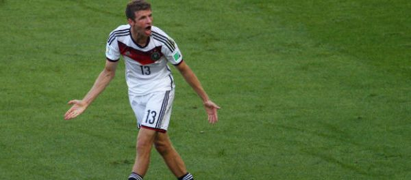 footballfrance-thomas-muller-suspendu-finale-danse-ridicule-illustration