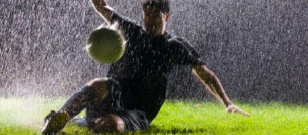 footballfrance-nike-test-bottes-pluie-crampons-illustration