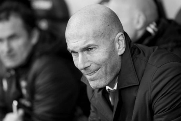 footballfrance-real-madrid-zinedine-zidane-licencie-illustration