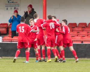 Bracknell Town players celebrate. Photo: Neil Graham.