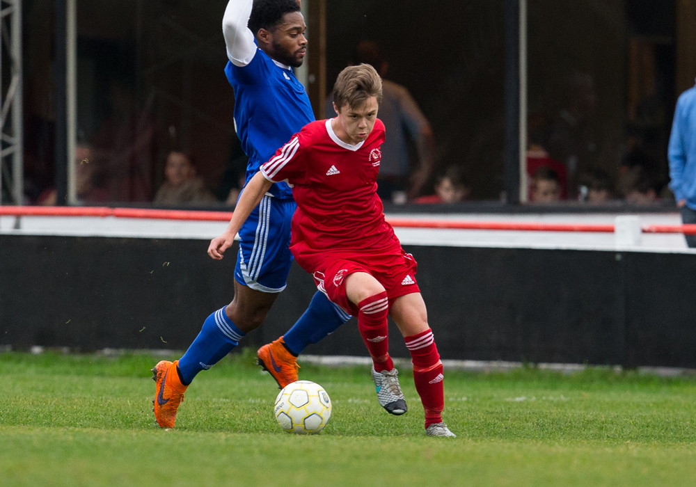 Full back George Lock signs for Binfield