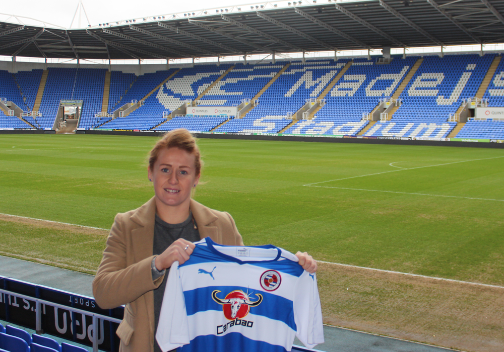 Rachel Furness signs for Reading Women FC.