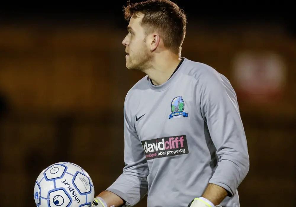 Bracknell Town fans full of praise for Mortimer FC goalkeeper Geoff Perrin