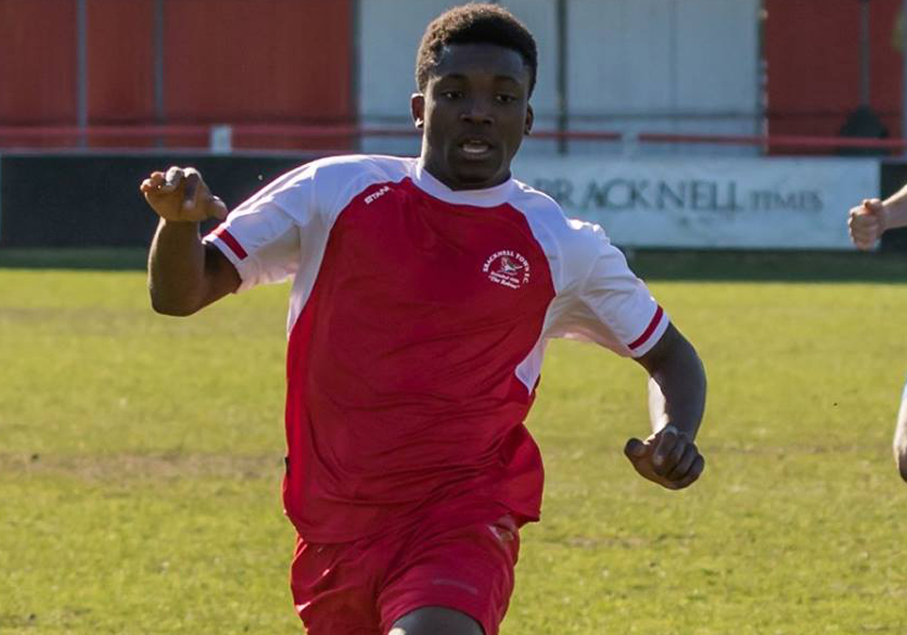 Former Bracknell Town striker Leslie Sackey signs professional contract
