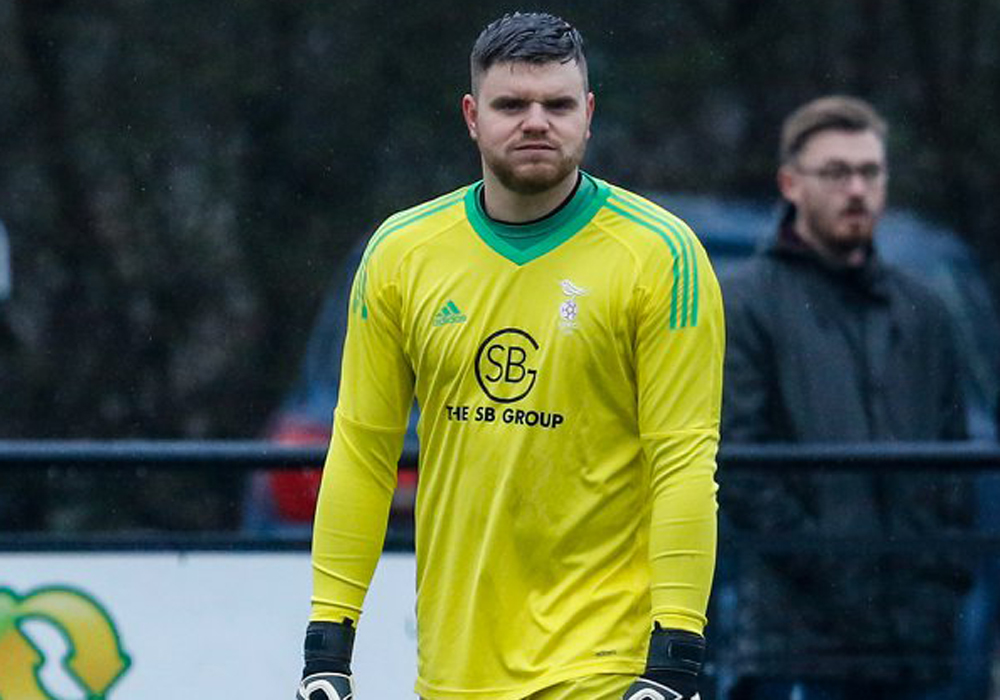 Bracknell Town goalkeeper Chris Grace. Photo: Neil Graham.