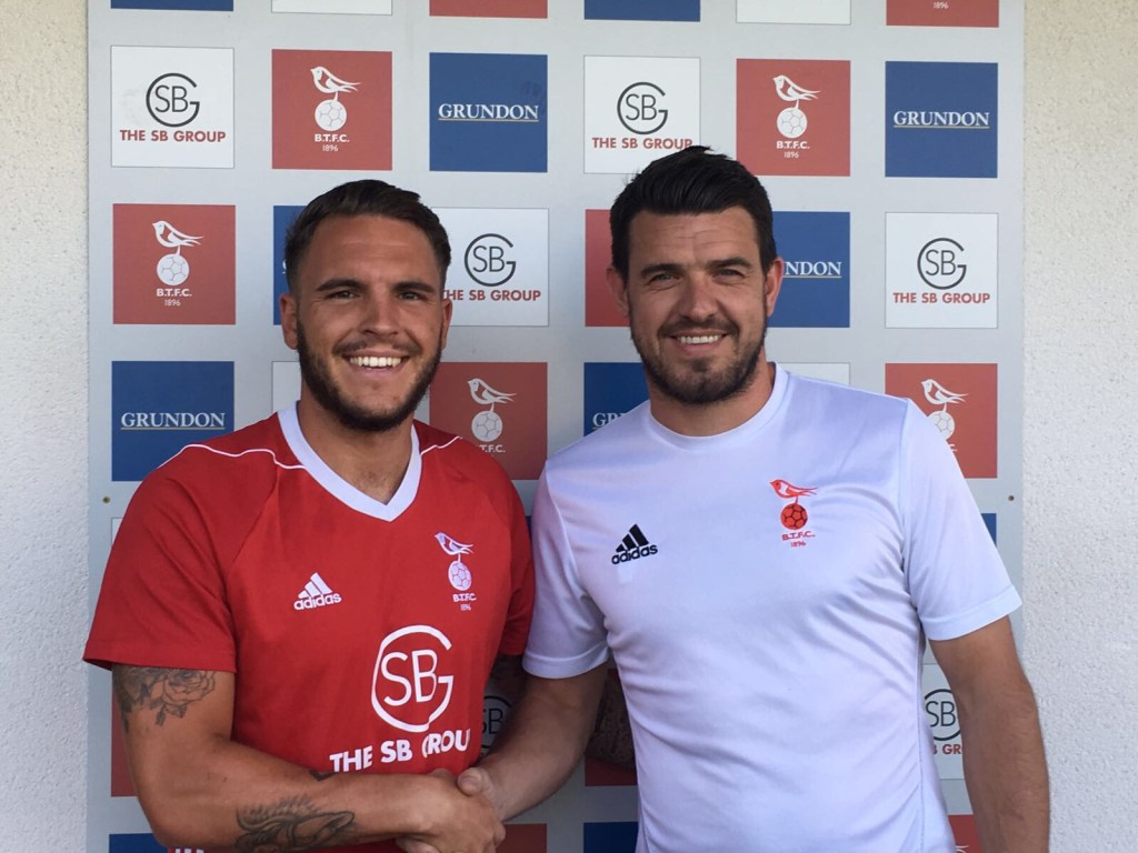Carl Davies strengthens Bracknell Town with 5 new signings
