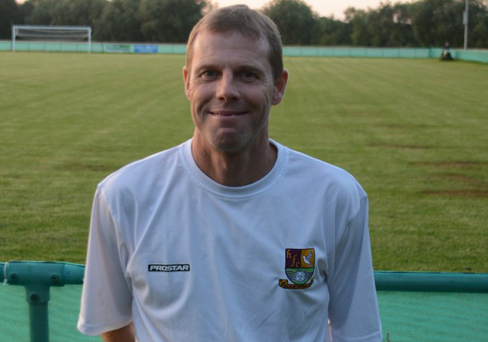 Hellenic League Holyport looking for a new boss