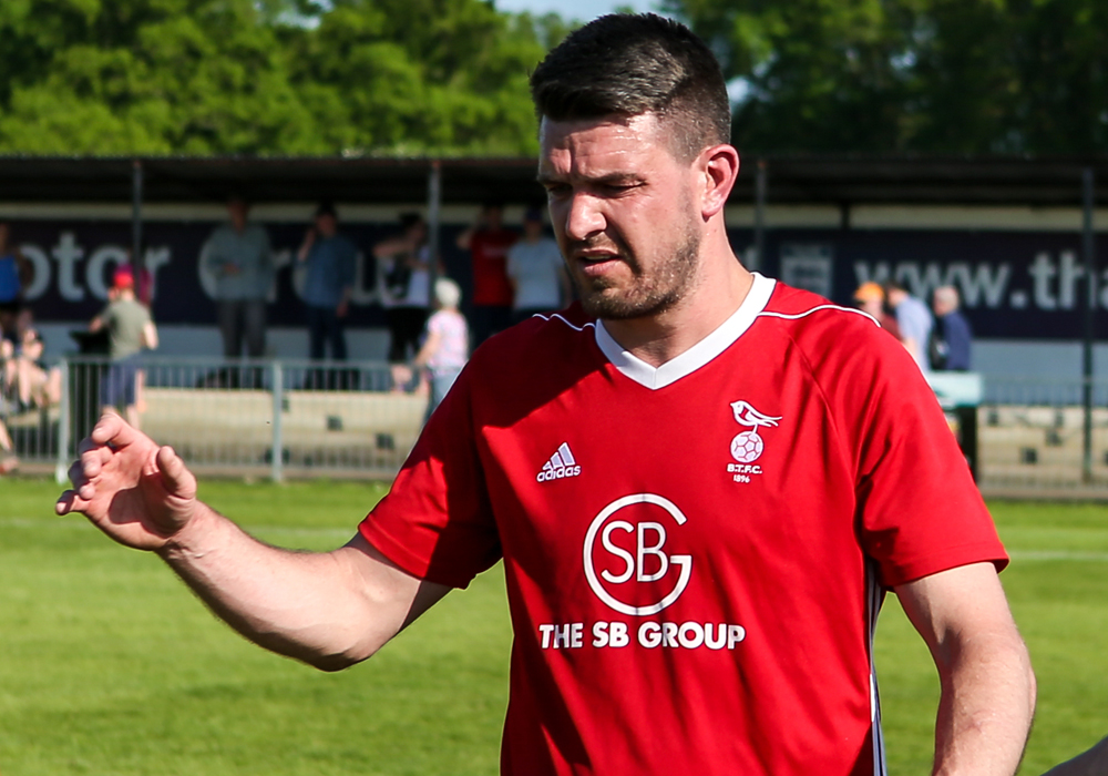 Carl Davies leaves managerial role at Bracknell Town FC