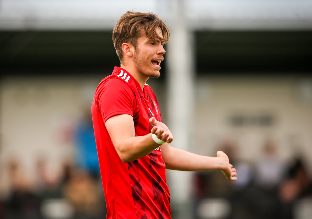 Joe Gater latest player retained by Bracknell Town