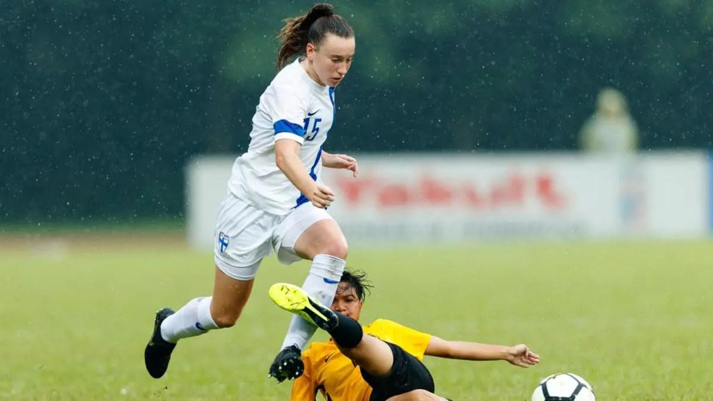 Aimee Claypole evades a tackle for Finland. Photo: Richard Claypole.