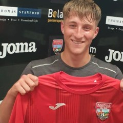 Knaphill snap up Wokingham midfielder