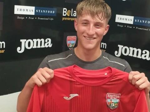 Knaphill snap up Wokingham midfielder