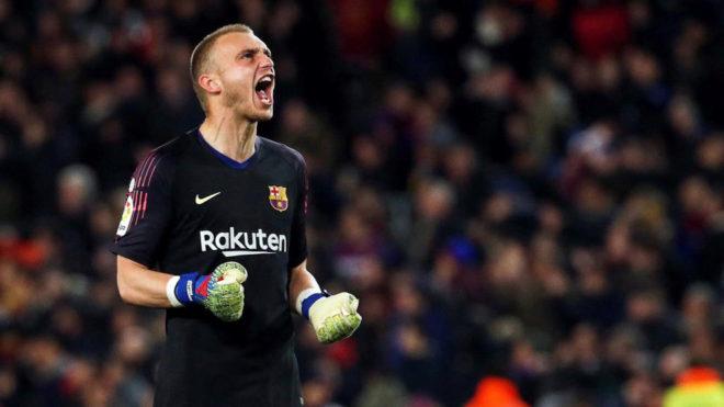 बार्सिलोनाका गोलरक्षकलाई भ्यालेन्सियाले भित्र्यायो
