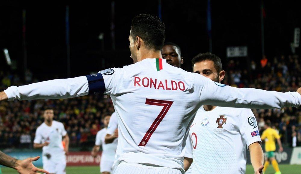 युरो कप छनौट : पोर्चुगलको शानदार जितमा रोनाल्डो एक्लैको ४ गोल !