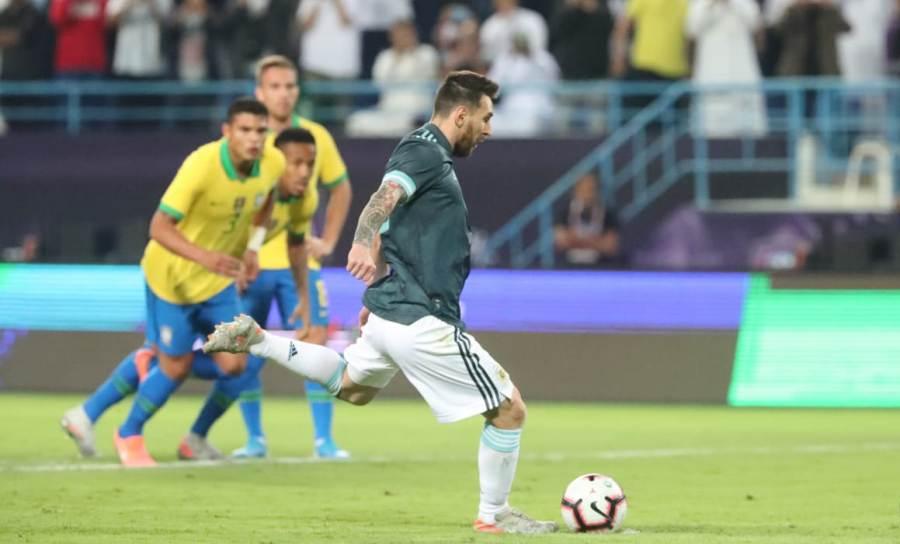 पहिलो हाफमा ब्राजिलविरुद्ध अर्जेन्टिनालाई १–० को अग्रता : मेस्सी पेनाल्टीमा चुके !