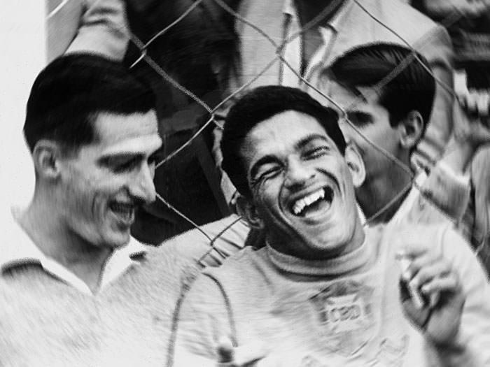نتيجة بحث الصور عن Garrincha joy of people