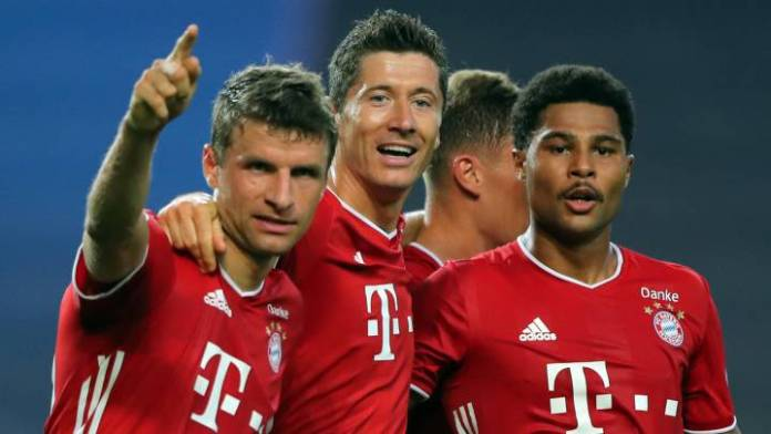 bayern munich players celebrate after 3-0 win against lyon