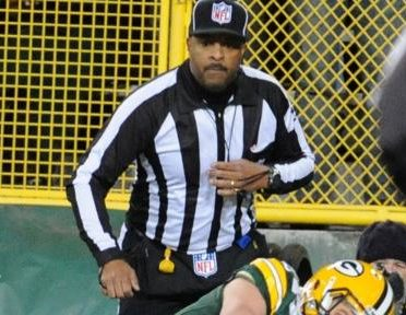 Field judge Adrian Hill (Jim Biever/Packers)