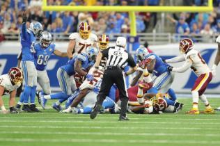 Walt Coleman approaches a fumble scrum (Detroit Lions)