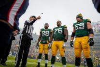 Gene Steratore tosses the coin (Green Bay Packers)
