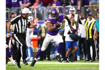Pete Morelli scrambles on a scoop and score (Minnesota Vikings)