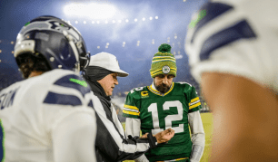 Clete Blakeman conducts the coin toss (Green Bay Packers).