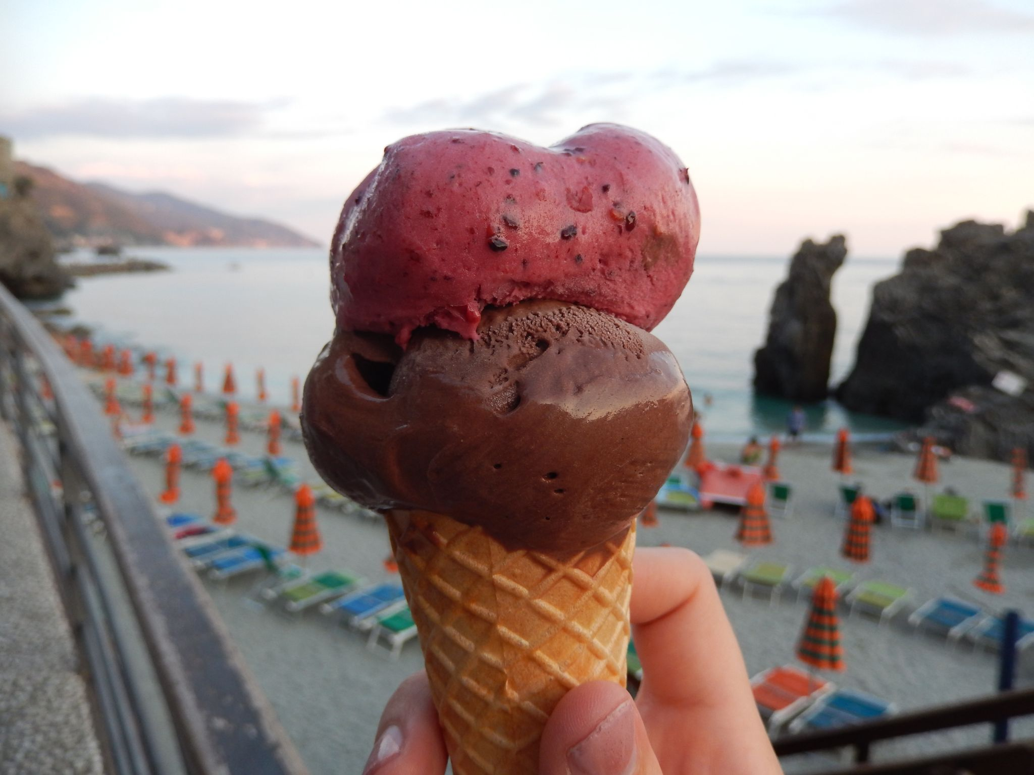 https://www.footlooselemonjuice.com/wp-content/uploads/2018/09/Advice-on-Living-in-Italy-Ice-cream.jpg