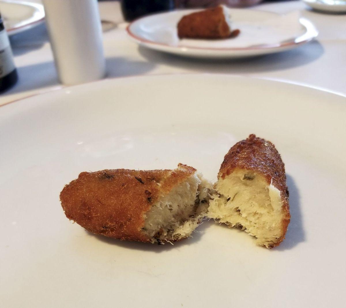 Bolinha de bacalhau (potato and cod fish balls)