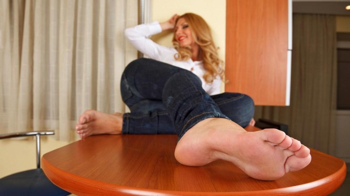 Serbia Foot Model Jobs