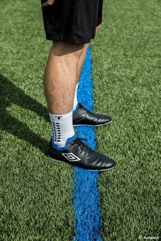 umbro-tocco-black-blue-2020-footpack-16