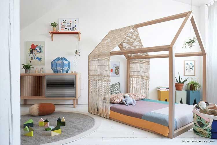 un lit cabane pour creer un cocon dans la chambre de votre enfant