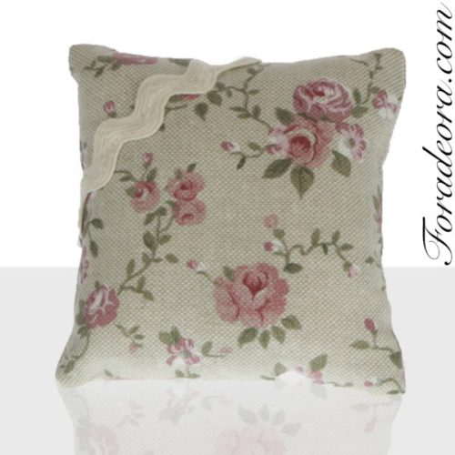 Cuscino puntaspilli rose