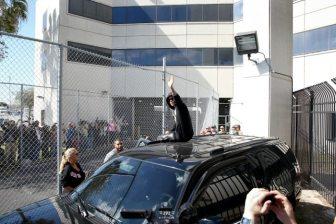Justin Bieber saluta i suoi fan | © Joe Raedle / Getty Images