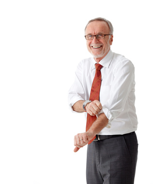 Fotolia 49469198 XS - Isolated mature business man roll up his sleeves