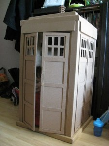 GEEK UP YOUR OFFSPRING! A Little Tardis for Junior