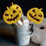 Pasta frolla alla curcuma per i biscotti di Halloween