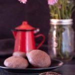 Biscotti al cioccolato ripieni di crema di nocciole