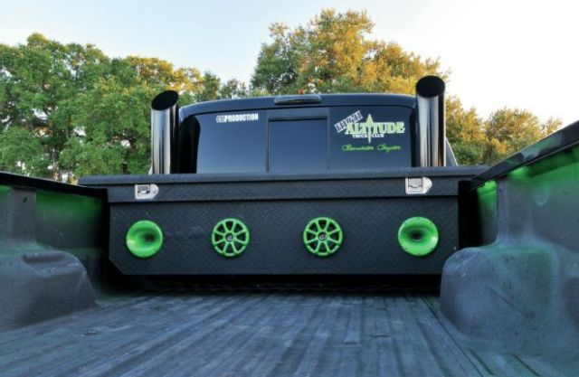 tool-box-with-speakers