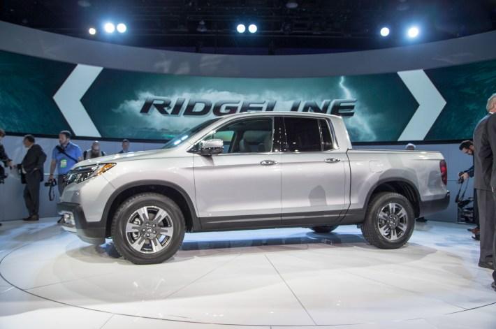 2017-Honda-Ridgeline-side-profile