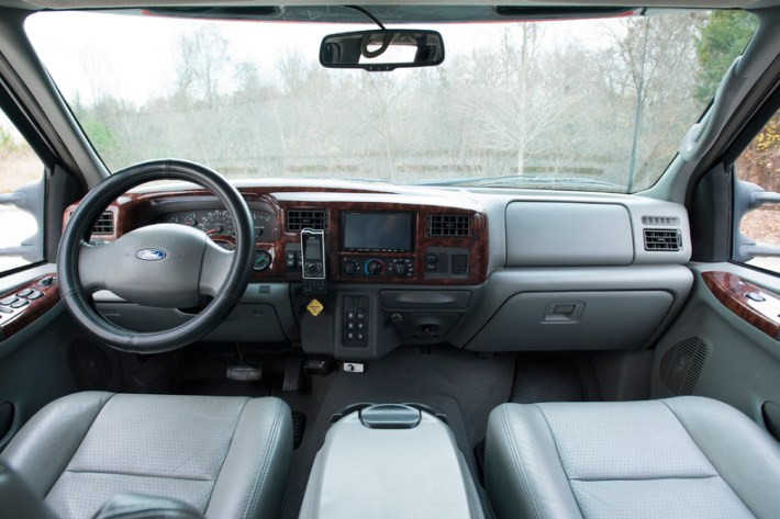 2006 Ford F650 11