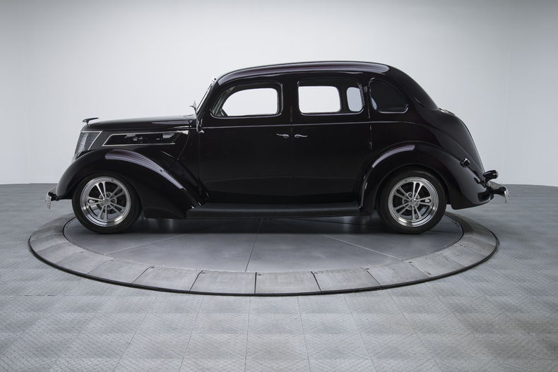 1937-Ford-Sedan_350068_low_res