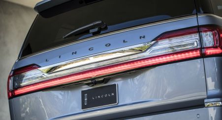 2018-Lincoln-Navigator-003