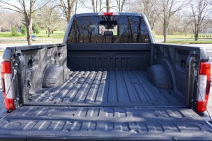 2017-ford-f-250-super-duty-platinum-review-12