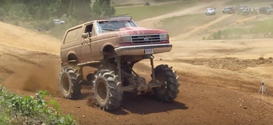 Bronco Mud Truck racing