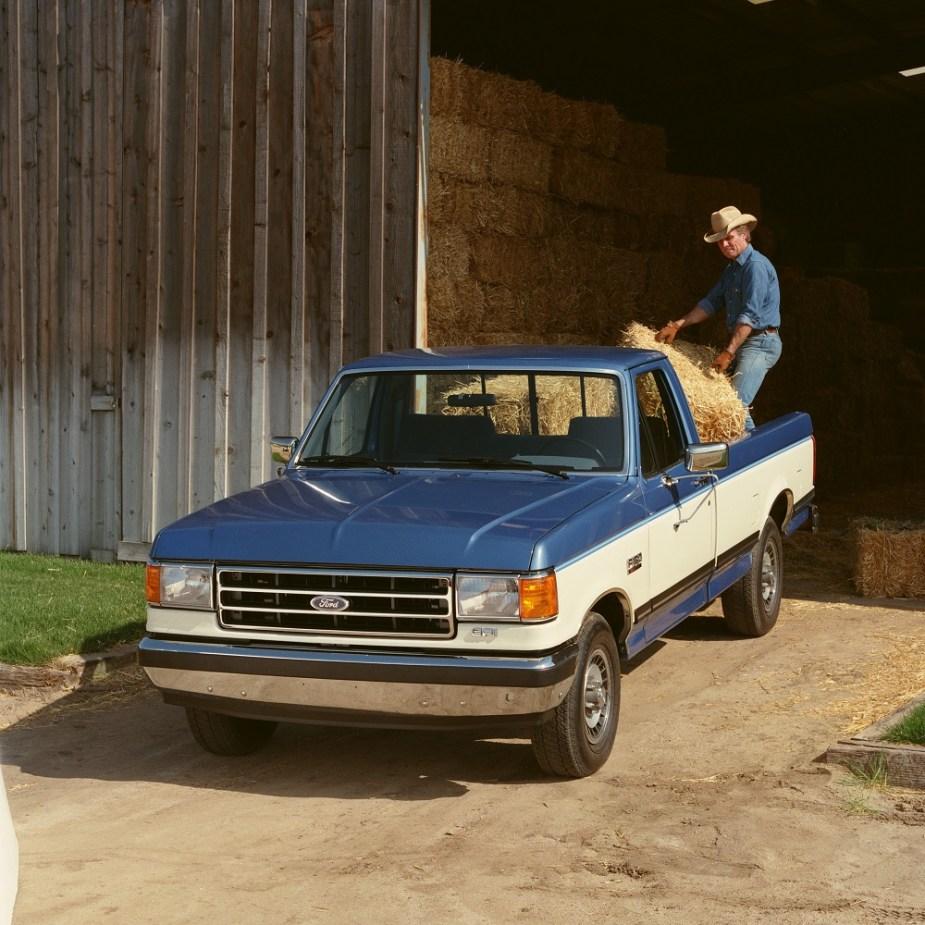 1989 Ford F-150 + farming