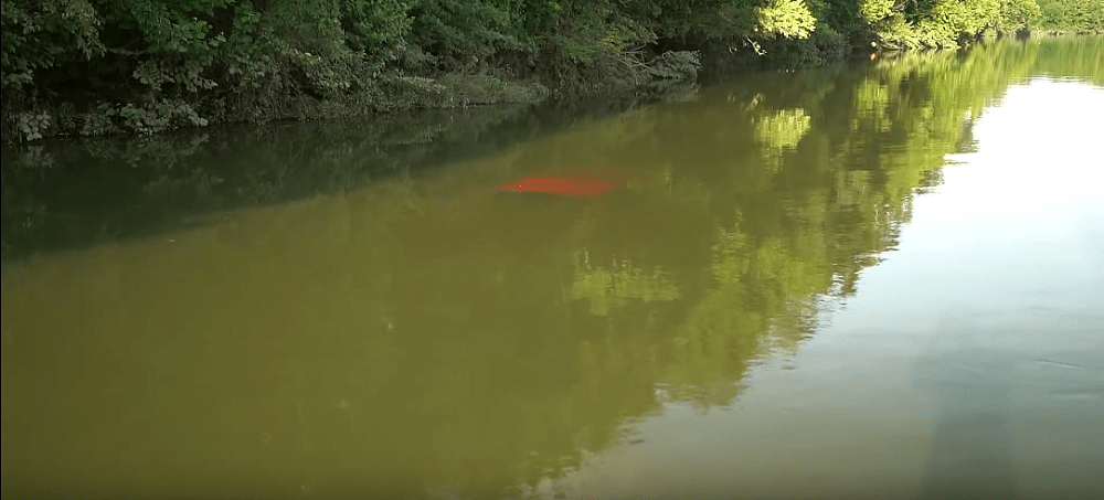 Diver Helps Rescue Ford Ranger Submerged in River (Video