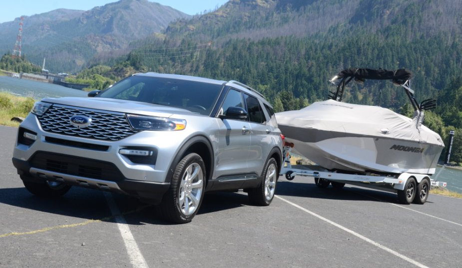 202 Explorer Platinum Towing Boat