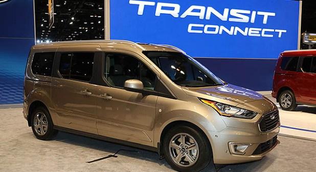 2019 Ford Transit exterio