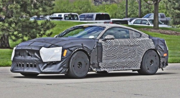 2020 Ford Mustang Shelby GT500 spy shot